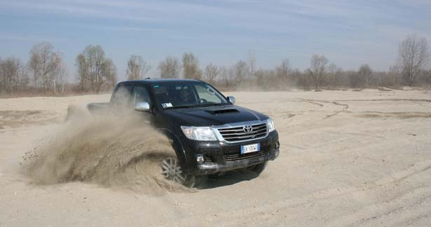 Toyota_Hilux_action_105