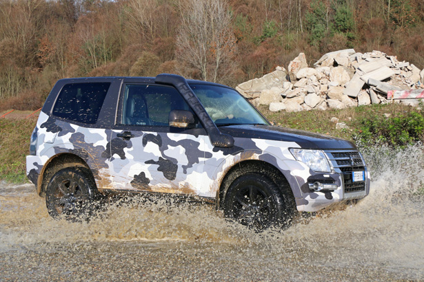Pajero_wrapping_act_367