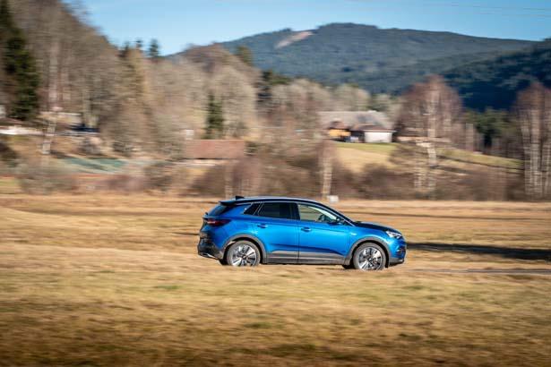 R_Opel-Grandland-X-Hybrid4