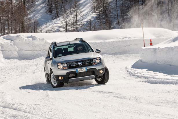 Dacia Duster tra neve e ghiaccio