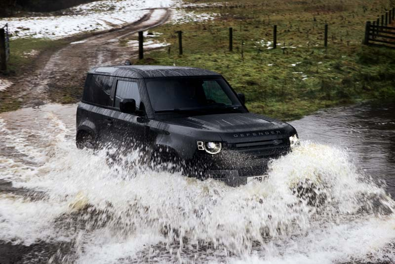 "Land Rover Defender più ""cattivo"" col V8 (video)"
