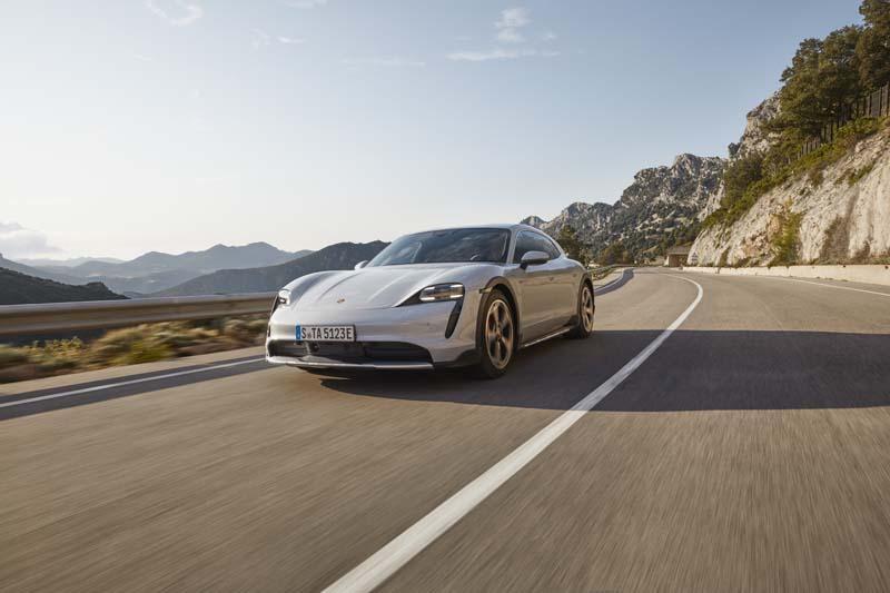 Porsche Taycan Cross Turismo: elettrica al 100% con trazione integrale