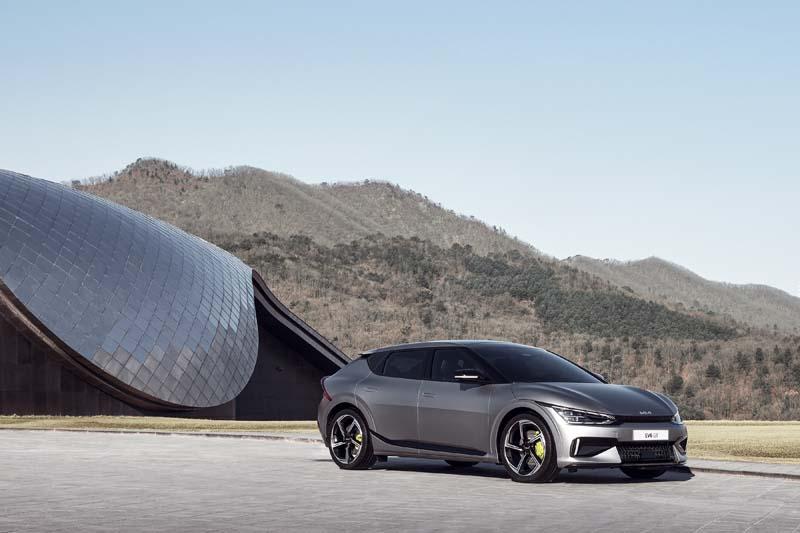 KIA EV6: la gamma e prezzi ufficiali del nuovo crossover sportivo elettrico (video)