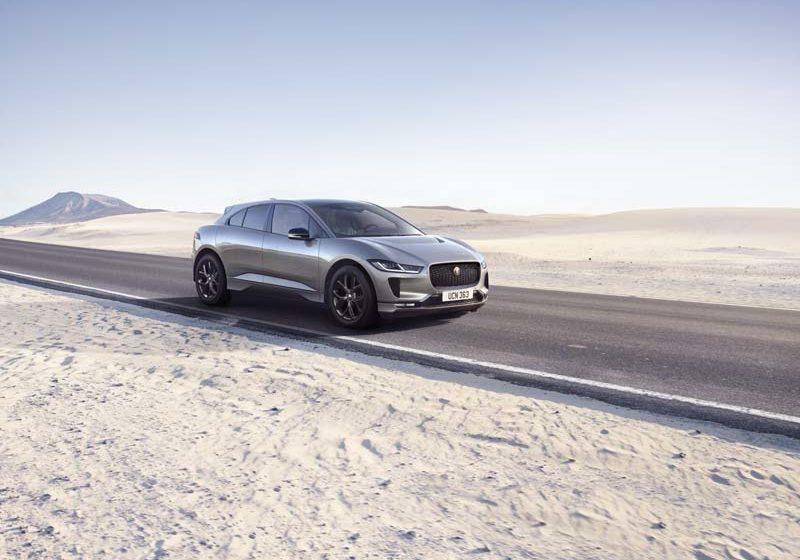 """Jaguar I-Pace Black: il """"nero elettrico"""" fa chic"""